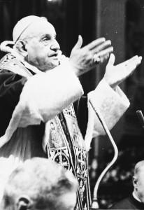 ROMA 7 Dicembre 1962 - CONCILIO VATICANO II. Papa Giovanni XXIII parla in occasione della chiusura della prima sessione del Concilio Ecumenico Vaticano II. ANSA ARCHIVIO / 28342-1