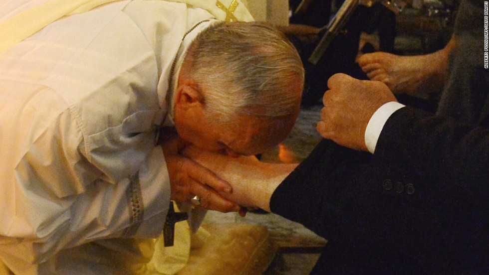 140417192103-pope-francis-feet-washing-easter-horizontal-large-gallery